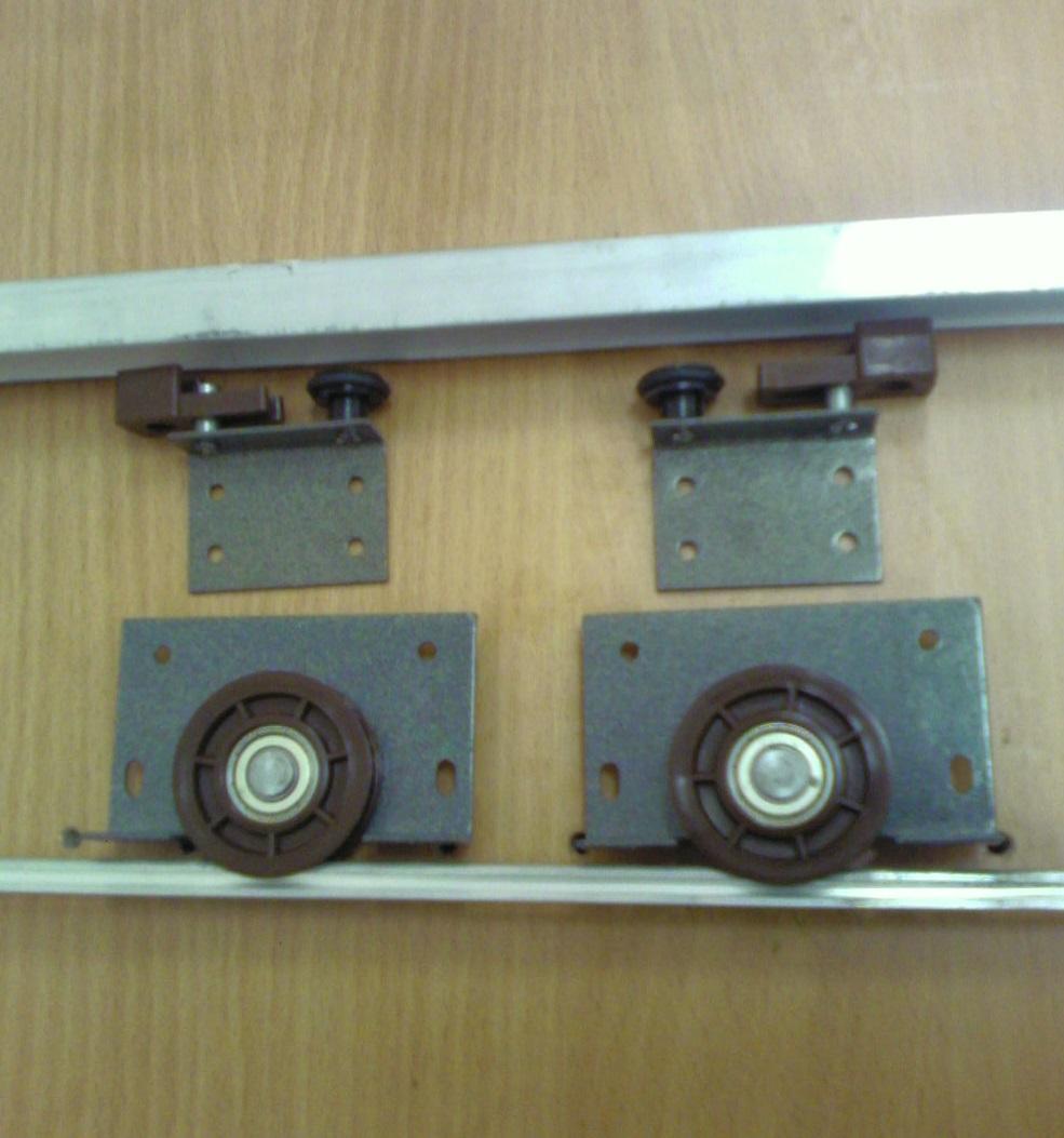 Установка роликов на дверь своими руками 792